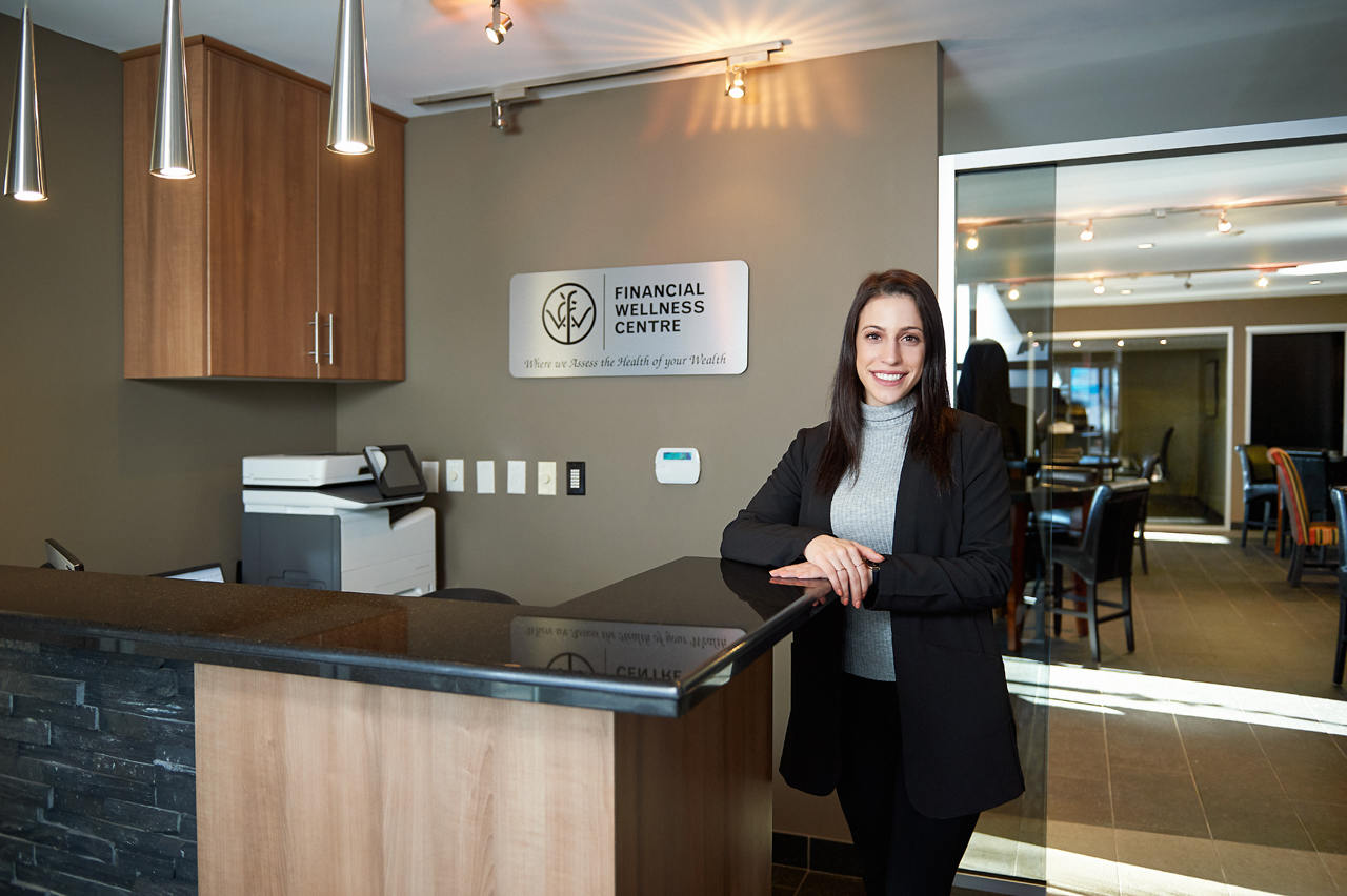 There is a full-time receptionist at the Uptown Business Club in Hamilton, Ontario